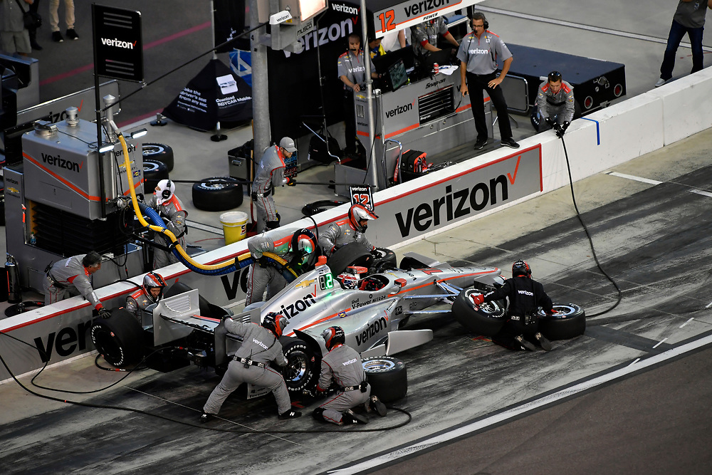 Verizon IndyCar Series<br /> Desert Diamond West Valley Phoenix Grand Prix<br /> Phoenix Raceway, Avondale, AZ USA<br /> Saturday 29 April 2017<br /> Will Power, Team Penske Chevrolet pit stop<br /> World Copyright: Scott R LePage<br /> LAT Images<br /> ref: Digital Image lepage-170429-phx-3619