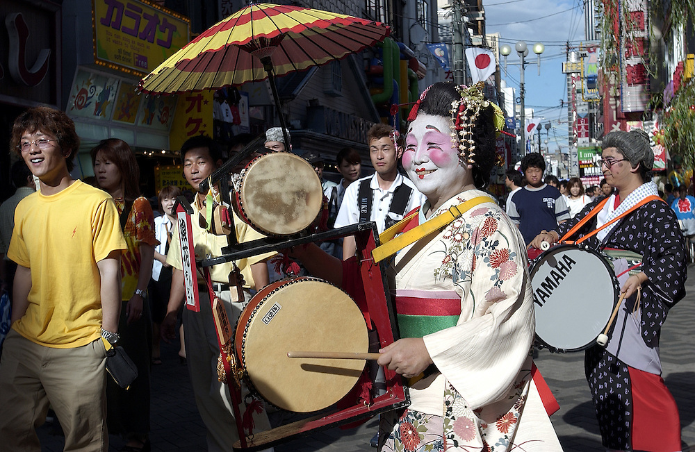 Japanese performers entertain visitors to Minami, Osaka during Japan's hosting of the World Cup Soccer 22/06/02..©David Dare Parker/AsiaWorks Photography