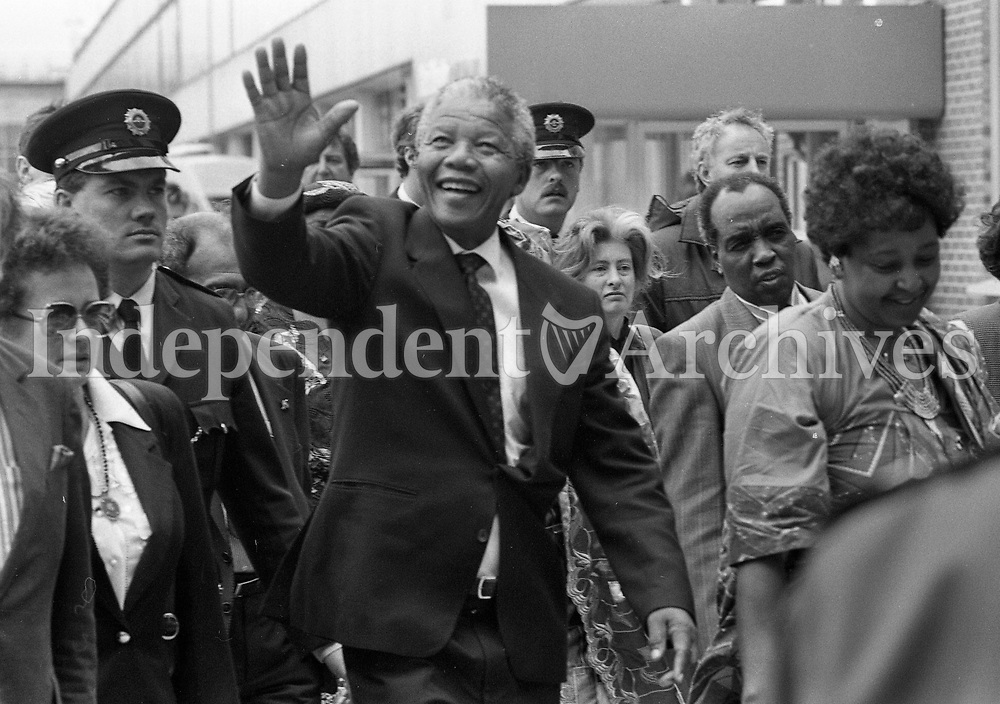 Nelson Mandela arrives at Dublin Airport, 01/07/1990 (Part of the Independent Newspapers Ireland/NLI Collection).