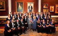 AMSTERDAM - Prinses Beatrix, met rechts door oprichtster Joy Bryer en directeur Marshall Marcus van het EUYO, gaat op de foto met de leden van het European Union Youth Orchestra (EUYO). De prinses woonde in het het Concertgebouw een concert van het Europees Jeugdorkest bij. COPYRIGHT ROBIN UTRECHT
