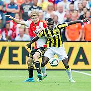 ROTTERDAM - Feyenoord - Vitesse , Voetbal , Seizoen 2015/2016 , Eredivisie , De Kuip , 23-08-2015 , Speler van Feyenoord Jan-Arie van der Heijden (l) in duel met Vitesse speler Marvelous Nakamba (r)