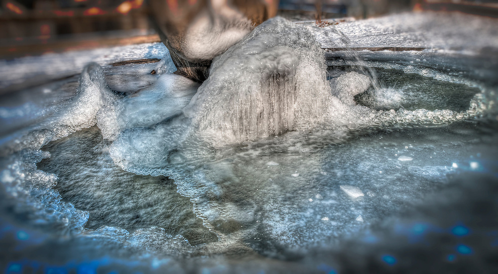 Ice formation in frozen fountain