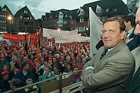 27 SEP 1995, NORDENHAM/GERMANY:<br /> Gerhard Schroeder, SPD, Ministerpraesident Niedersachsen, vor Arbeitern, die aufgrund des sog.&quot;Dolores Planes&quot; um den Verlust ihrer Arbeitsplaetze in den DASA Werken bangen, Marktplatz Nordenham<br /> IMAGE: 19950927-01/06-13<br /> KEYWORDS: Gerhard Schr&ouml;der, Demo, Demonstrant, demonstrator, worker