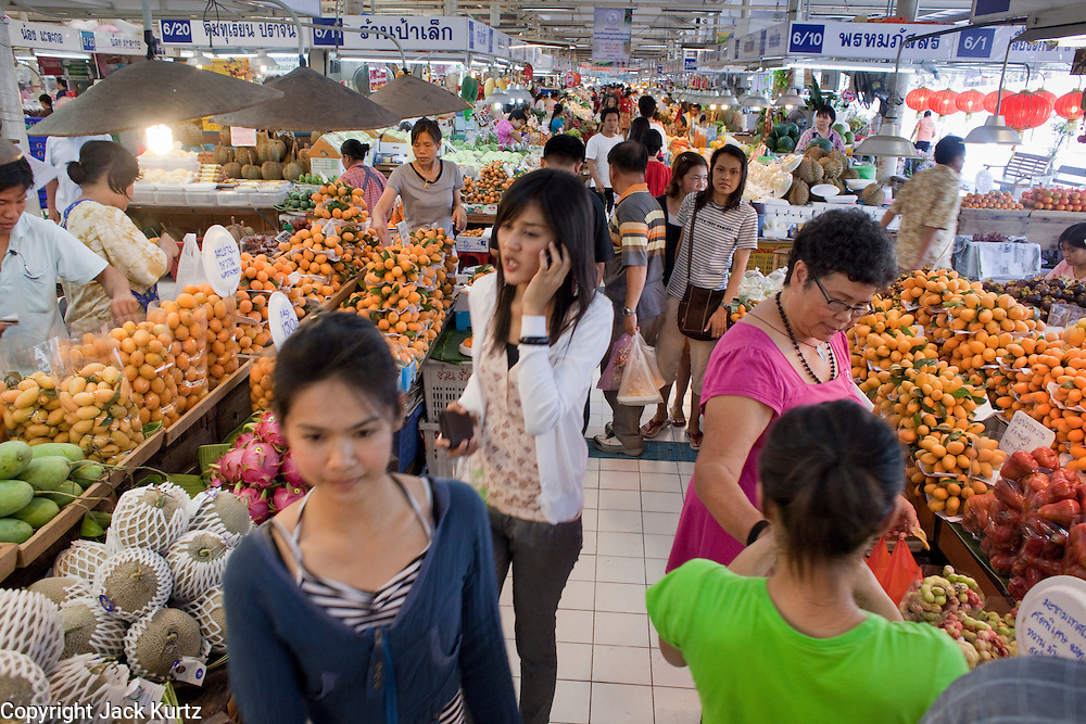 Mar. 8, 2009 -- BANGKOK, THAILAND: Shoppers in the fresh produce market adjacent to the Chatuchak Weekend Market. The market covers an area of 35 acres with more than 15,000 shops and stalls. It has over 200,000 visitors each day it's open (Friday - Sunday), and they spend an estimated total of 30 million baht (approx US$750,000). The range of products on sale is extensive, and includes household accessories, handicrafts, religious artifacts, art, antiques, live animals (which unfortunately are frequently caged in cruel conditions), books, music, clothes, food, plants and flowers. Photo by Jack Kurtz / ZUMA Press