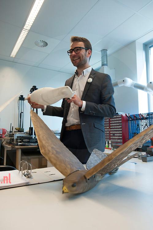 The Netherlands, Nederland Enschede 25june2015 het bedrijf Clear Flight Solutions (CFS) heeft, samen met andere startups, onderdak gevonden bij Demcon in Enschede. Directeur Nico Nijenhuis vna CFS met hun ontwikkelde robotvogel. Demcon had ruimte over en heeft enkele startups onderdak geboden, waardoor kruisbestuiving kan ontstaan in de technieksector.  de andere startups zijn 'Q-Micro' (vloeistofdynamica), '52 degrees North' een app ontwikkelaar en 'Bubclean' (ultra sonisch reinigen'