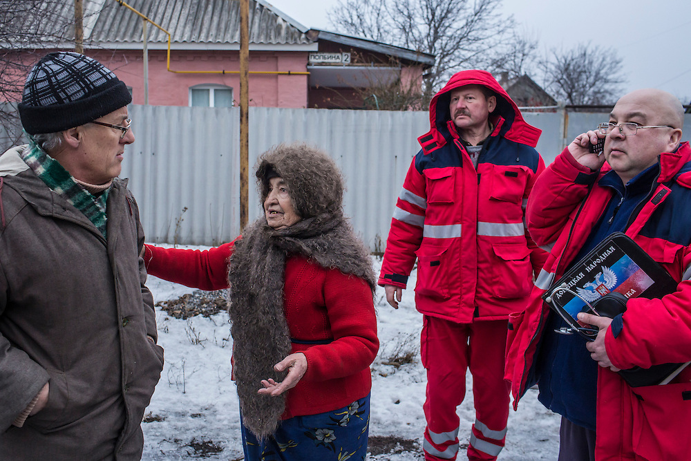 DONETSK, UKRAINE - JANUARY 28, 2015: Paramedics Sergei Levchenko, second from right, and Lev Lobanov, right, search for the correct house after receiving a call for services in the Petrovskyi district of Donetsk, Ukraine. The area, in the city's southwest, is close to heavy front-line fighting in Marinka. CREDIT: Brendan Hoffman for The New York Times