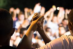 """Torcedores de futebol de mãos dadas antes do inicio da partida em respeito a tradicao do """"um minuto de silencio"""" / one minute silence at football match at Sao Paulo, Brazil- 2013"""
