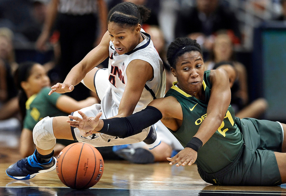 Connecticut's Moriah Jefferson, left, and Oregon's Chrishae Rowe, right, chase a loose ball during the first half of an NCAA college basketball game in Hartford, Conn. (AP Photo/Jessica Hill)