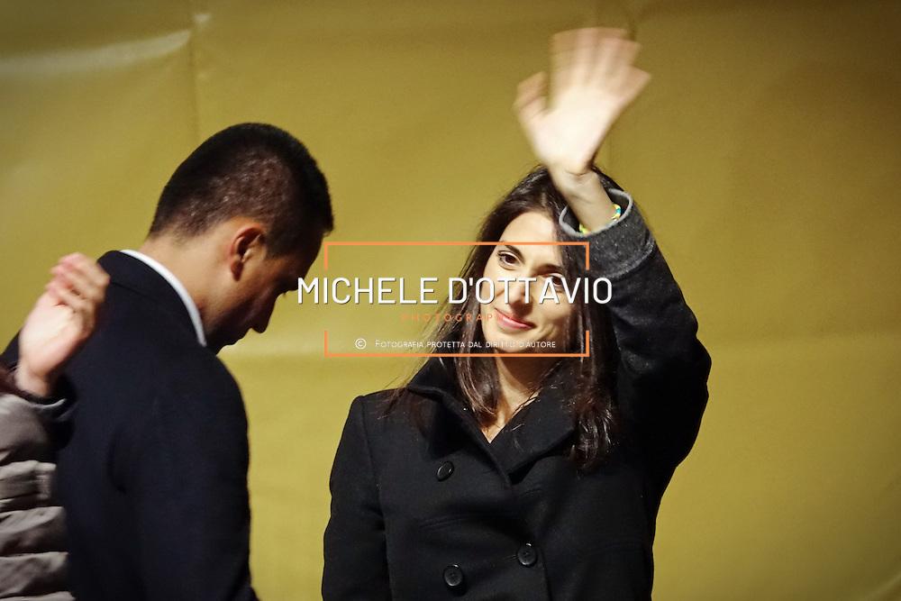 Virginia Raggi il piazza San Carlo a Torino, nel corso della manifestazione di chiusura della campagna elettorale del M5S per il Referendum Costituzionale. 2 dicembre 2016
