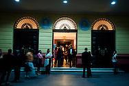 Teatro Nacional del casco antiguo de la ciudad de Panama. El Casco antiguo es la ciudad colonial de Panamá, que fue reconstruida después del saqueo del pirata Henry Morgan. Actualmente conserva su  arquitectura colonial y tiene restaurantes,  tiendas y galerías de arte..Foto: Ramon Lepage / Istmophoto.
