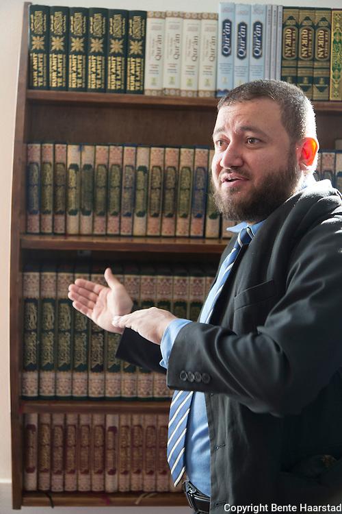 Waleed Hakeem, Rabita-moskeen, Det Islamske Forbundet i Norge, omviser i moskeen i Oslo.