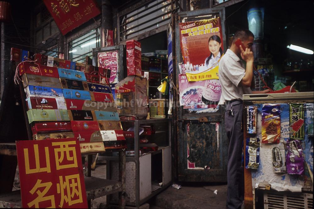 Vendeur de cigarettes a Pingyao, Shanxi, Chine