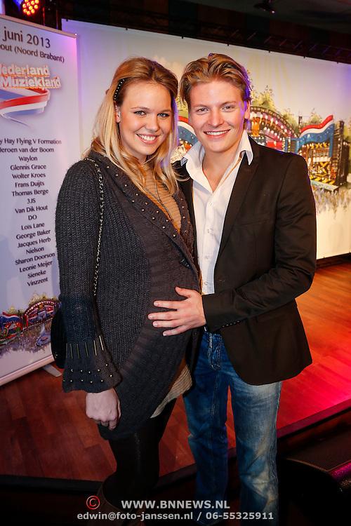 NLD/Hilversum/20130214 - Presentatie artiesten Nederland Muziekland 2013, Thomas Berge en zwangere partner Myrthe Mylius
