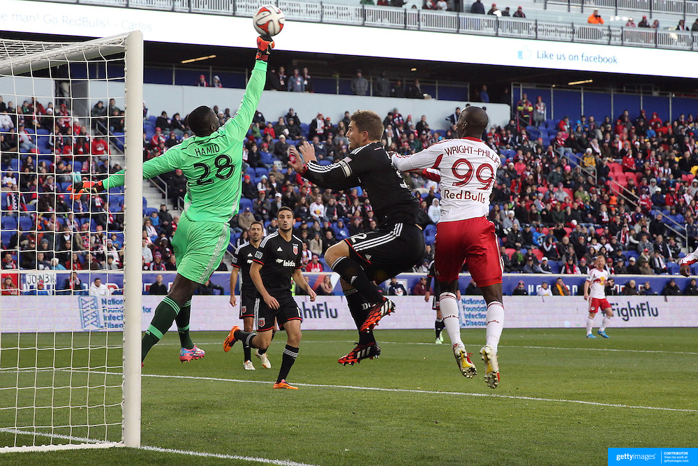 Goalkeeper Bill Hamid, DC United, punches clear during the New York Red Bulls V DC United, MLS Cup Playoffs, Eastern Conference Semifinals first leg at Red Bull Arena, Harrison, New Jersey. USA. 2nd November 2014. Photo Tim Clayton