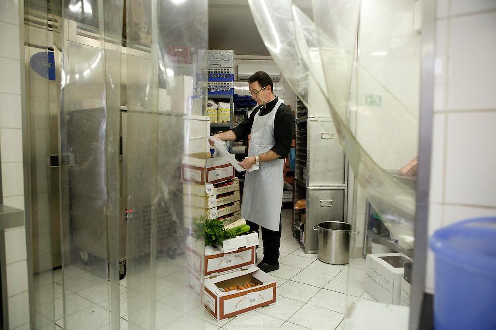 les delices d'alice, traiteur solidaire, entreprise d'insertion - réception de produits pour les commandes en cours