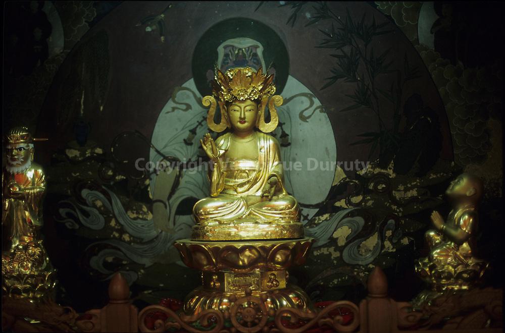 BUDDHA, BOMUNSA TEMPLE, YEUNGJIONG ISLAND, SOUTH KOREA