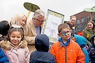 4-2-2016 EKEREN BELGIUM - EKEREN &ndash; Dierenvriend prins Laurent heeft donderdagmiddag in Ekeren de mini-kinderboerderij van basisschool 3Hoek geopend. De school, die zichzelf afficheert als de &lsquo;coolste&rsquo; van heel Antwerpen, was zeer in haar nopjes met komst van Laurent. &rdquo;Dat hadden we gehoopt, maar niet verwacht&rdquo;, aldus directeur Rudi Mennens vorige maand tegen Het Nieuwsblad. Op initiatief van de scholieren had Mennens de stoute schoenen aangetrokken en de prins een uitnodiging gestuurd. &rdquo;Na enkele contacten bleek de prins bereid te zijn om naar onze school af te zakken&rdquo;, zei Mennens. Op het schoolplein werd Laurent, die arriveerde in een zwart busje met skikoffer op het dak, door de kinderen verwelkomd.<br /> Hij kreeg een getekend portret van zichzelf als cadeau, waarmee hij zichtbaar verguld was en waarover hij met de scholiertjes in gesprek ging. Daarna was het tijd voor de opening van de &lsquo;boerderij&rsquo;: twee geitjes, twee kippen en een varkentje. Die worden bij toerbeurt verzorgd door de scholieren, terwijl ouders en leerkrachten die taak op zich nemen tijdens de schoolvakanties.Prince Laurent of Belgium visits  the Prince Laurent will visit the primary school 3Hoek Ekeren. The Prince will attend the inauguration of the children. <br /> Prins Laurent brengt een bezoek aan de basisschool 3Hoek te Ekeren. De Prins zal er de inhuldiging van de kinderboerderij bijwonen. copyright robin utrecht