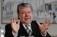 08 JAN 2007, BERLIN/GERMANY:<br /> Kurt Beck, SPD Parteivorsitzender und Ministerpraesident Rheinland-Pfalz, waehrend einem Interview, in seinem Buero, Willy-Brandt-Haus<br /> Kurt Beck, Party Leader of the Social Democratic Party, during an interview, in his office, Willy-Brandt-Haus<br /> IMAGE: 20070108-01-012<br /> KEYWORDS: Ministerpr&auml;sident
