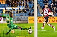 ARNHEM - Vitesse - PSV , Voetbal , Eredivisie , Seizoen 2016/2017 , Gelredome , 29-10-2016 ,  PSV speler Gaston Pereiro schiet de bal langs Vitesse keeper Eloy Room (l) en scoort de 0-2