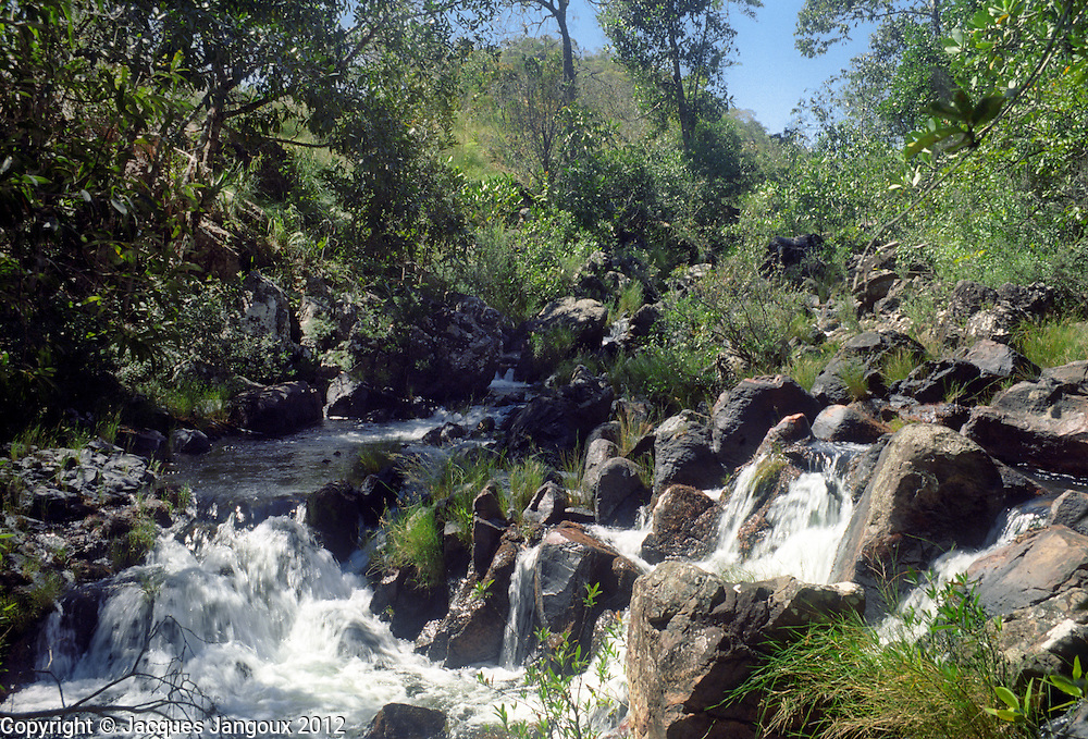 Rio Claro and its forest gallery, river in watershed or drainage basin of rio Tocantins in Brazilian Highlands (panalto Brasileiro), northern Goiás State, Brazil