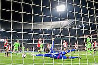 ROTTERDAM - Feyenoord - Ajax , Voetbal , KNVB Beker , Seizoen 2015/2016 , Stadion de Kuip , 25-10-2015 , Keeper van Feyenoord Kenneth Vermeer (r) houd de bal tegen van Ajax speler Viktor Fischer (l)