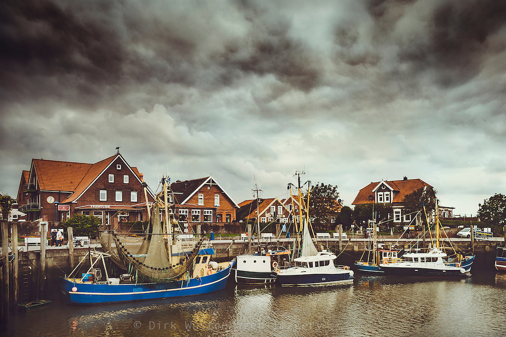 Fischkutter im Hafen von Neuharlingersiel, Deutschland