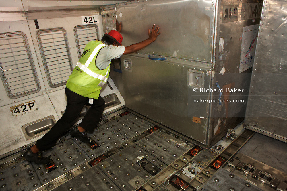 Malé airport Sri Lankan Airlines cargo activity | Richard Baker ...