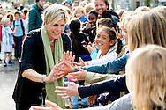 AMSTERDAM - Prinses Laurentien leest voor tijdens  de Dag van de Duurzaamheid op basischool de  Daltonschool Neptunes in Amsterdam . COPYRIGHT ROBIN UTRECHT