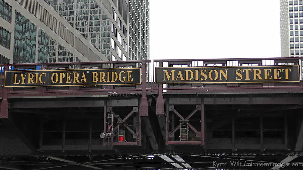 USA, Illinois, Chicago. Lyric Opera Bridge, Chicago River cruise.