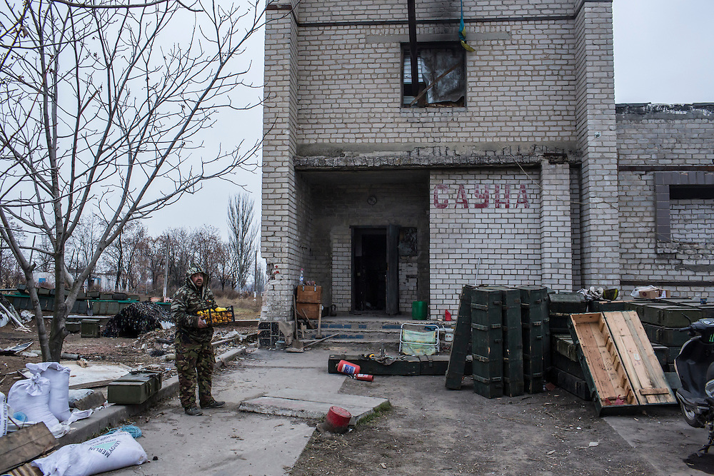 PISKY, UKRAINE - NOVEMBER 17, 2014: Pro-Ukraine militia members take a delivery of oranges to their camp, from which they fight against pro-Russia rebels for control of the Donetsk airport, in Pisky, Ukraine. CREDIT: Brendan Hoffman for The New York Times