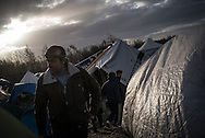Migrants walking in the Grande Synthe, camp France. FEDERICO SCOPPA/CAPTA