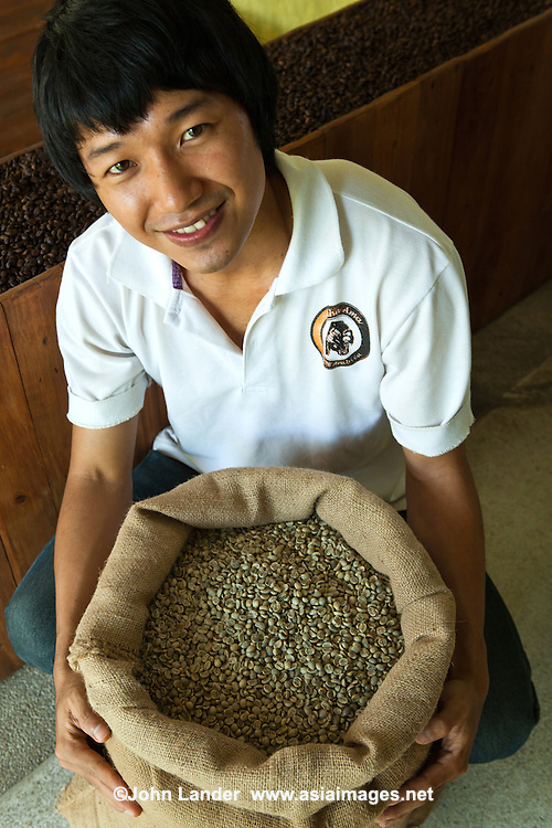 Lee Anu Chuepa is a young coffee entrepeneur speciaizling in fair-trade, organic coffee grown by his neighbors family and friends in Chiang Rai Province, and a cafe and distribution and roasting in Chiang Mai.