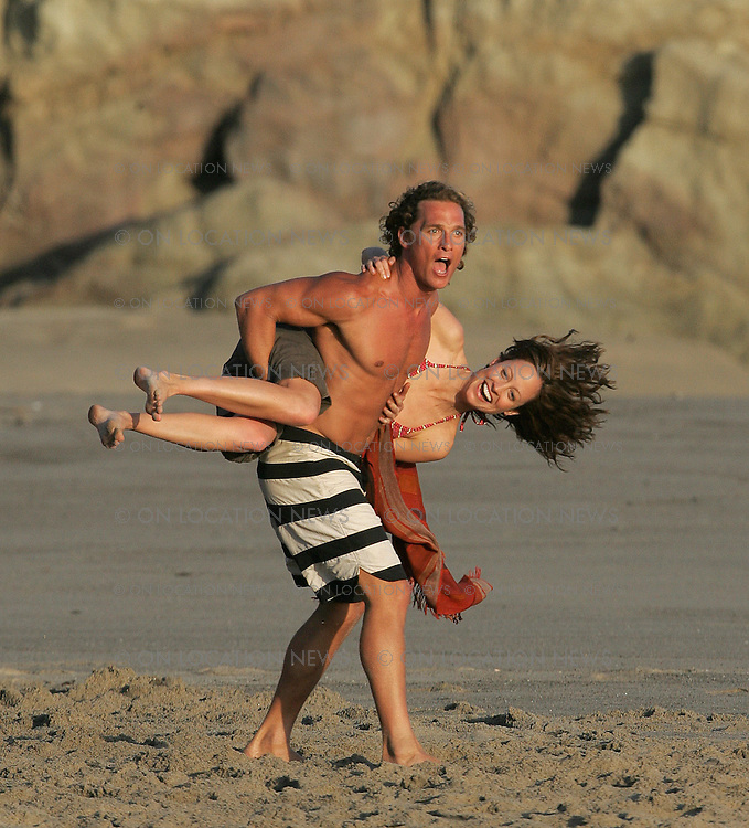 May 23rd 2007 Malibu, California. Matthew McConaughey and Alexie Gilmore film a scene on the beach for Surfer Dude. Photo by Eric Ford 818-613-3955 info@onlocationnews.com