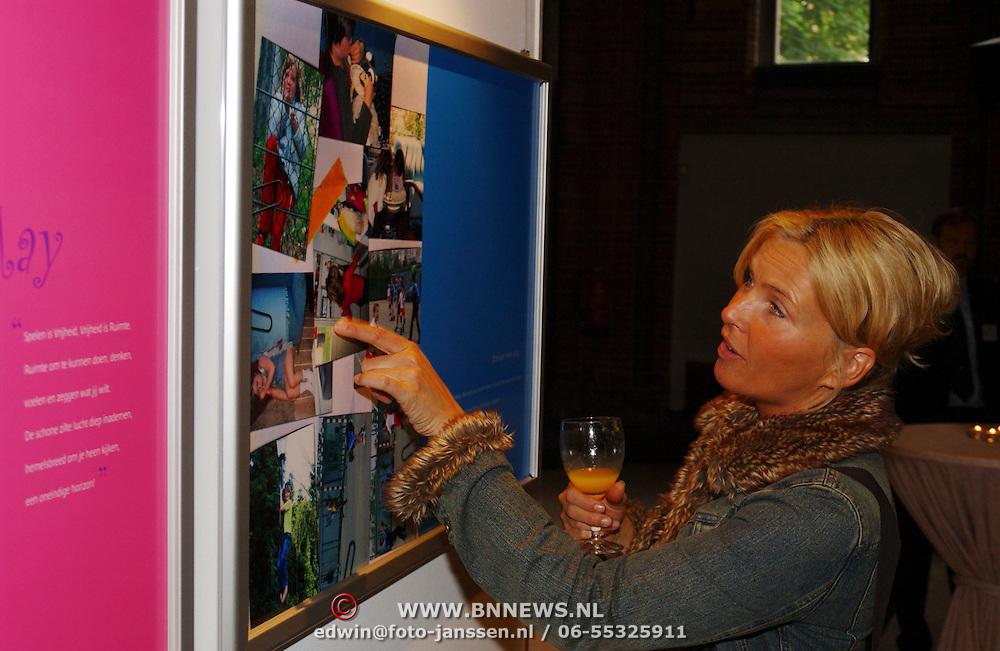 Opening Childeren in war rode kruis fototentoonstelling, Anita Witzier