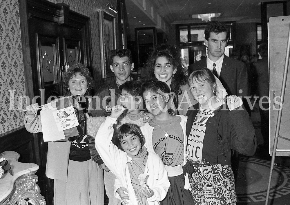 The Group of kids that greeted Nelson Mandela at the Berkley Court Hotel, 02/07/1990 (Part of the Independent Newspapers Ireland/NLI Collection).