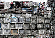 The lack of available space is so strong in Manila, that many see them forced to build their houses on top of graves, many of them broken and with decomposing bodies on sight.
