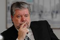 08 JAN 2007, BERLIN/GERMANY:<br /> Kurt Beck, SPD Parteivorsitzender und Ministerpraesident Rheinland-Pfalz, waehrend einem Interview, in seinem Buero, Willy-Brandt-Haus<br /> Kurt Beck, Party Leader of the Social Democratic Party, during an interview, in his office, Willy-Brandt-Haus<br /> IMAGE: 20070108-01-016<br /> KEYWORDS: Ministerpr&auml;sident, nachdenkllich