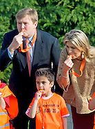 24-4-2015 LEIDEN - Kingdaygames with King Willem Alexander and Queen Maxima . King Willem-Alexander and Her Majesty Queen M&aacute;xima take part of the King Games in Leiden. The day begins with breakfast together, then there is workout, and performed by the students. The King and Queen give the go-ahead for the sports day. COPYRIGHT ROBIN UTRECHT<br /> 24-4-2015 LEIDEN - Koning Willem-Alexander en Hare Majesteit Koningin M&aacute;xima wonen vrijdag 24 april een deel bij van de Koningsspelen in Leiden. De dag begint met een gezamenlijk ontbijt, daarna wordt er door de leerlingen gesport en gedanst. De Koning en Koningin geven het startsein voor de sportdag. COPYRIGHT ROBIN UTRECHT