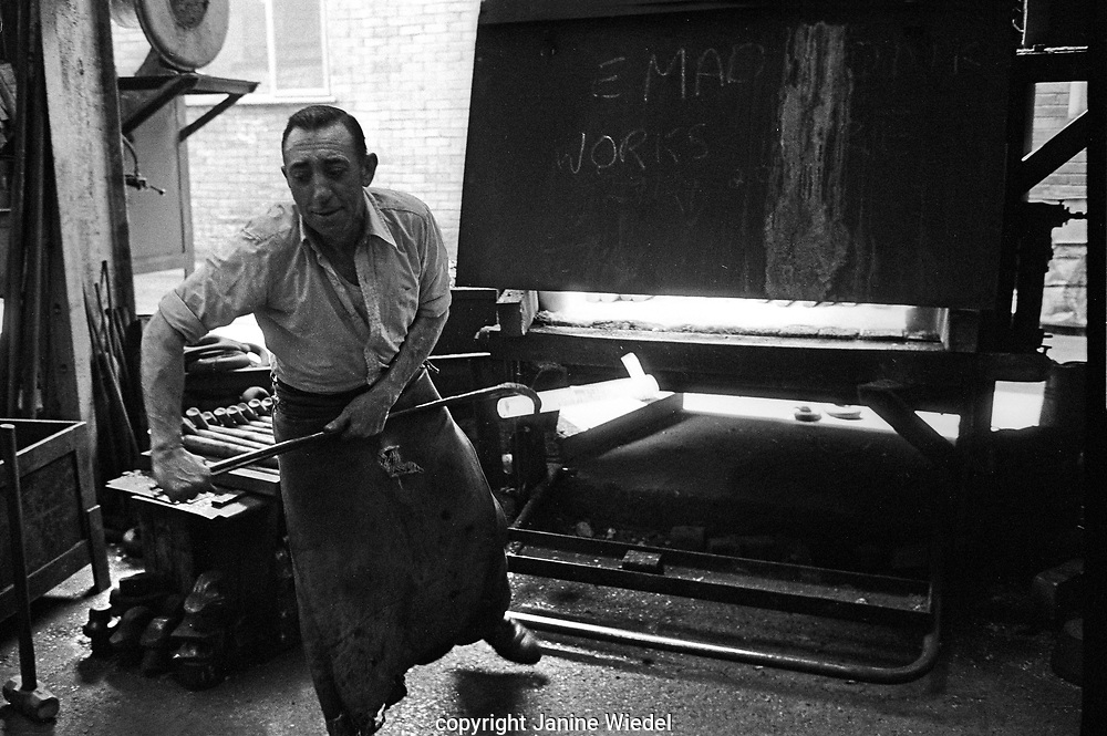 Chainmaker working on Bending Machine, Griffin Woodhouse Cradely Heath West Midlands UK