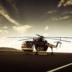 H&eacute;licopt&egrave;re Sikorsky S-64 Skycrane de la soci&eacute;t&eacute; Siller sur l'a&eacute;roport de Reno Stead.<br /> Cet h&eacute;licopt&egrave;re est en charge de la lutte anti-incendie pour le gouvernement f&eacute;d&eacute;ral am&eacute;ricain, &agrave; la saison des feux de for&ecirc;ts et broussailles, il parcourt le continent am&eacute;ricain  accompagn&eacute; de son &eacute;quipage et de son camion de ravitaillement en essence.<br /> Ao&ucirc;t 2011 / Reno Stead / Nevada / USA<br /> Cliquez ci-dessous pour voir le reportage complet (34 photos) en acc&egrave;s r&eacute;serv&eacute;<br /> http://sandrachenugodefroy.photoshelter.com/gallery/2011-08-Sue-Sikorsky-S-64-Skycrane-Complet/G0000l_yfn8FMZvI/C0000yuz5WpdBLSQ