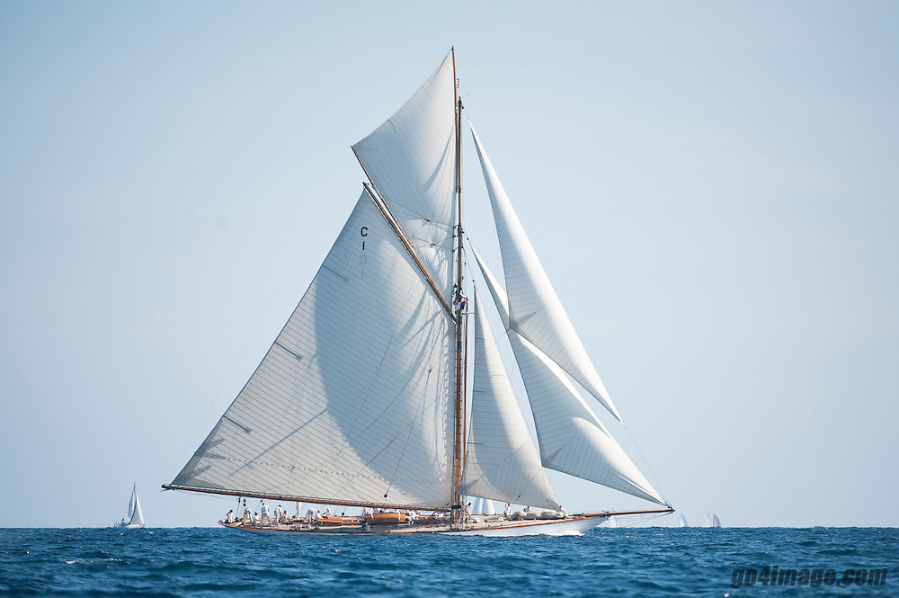 125ft | William Fife &amp; Sons | 1911 / 2003<br /> <br /> The 125ft custom Sail yacht 'Mariquita' was built by William Fife &amp; Sons in United Kingdom at their Fairlie shipyard , she was delivered to her owner in 1911 and last refitted in 2003. This luxury vessel's sophisticated exterior design and engineering are the work of William Fife. Her exterior is styled by the William Fife team who are also responsible for the entire engineering package.