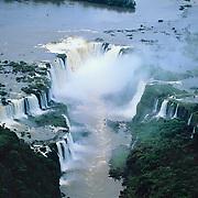 South America, Brazil, Argentina, Igwacu, Igwacu Falls, Igwazu, Igwazu Falls. Igwacu Falls thunder into the Igwacu River below.