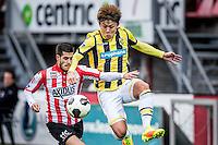 ROTTERDAM - Sparta - Vitesse , Voetbal , Eredivisie , Seizoen 2016/2017 , Het Kasteel , 11-12-2016 ,  eindstand 3-1 , Vitesse speler Kosuke Ota (r) in duel met Sparta speler Loris Brogno (l)