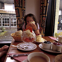 UK. Devon. Caroline Baker & her daughter Holly at Primrose Cottage tearooms, Lustleigh, Devon..Photo©Steve Forrest/Insight-Visual.