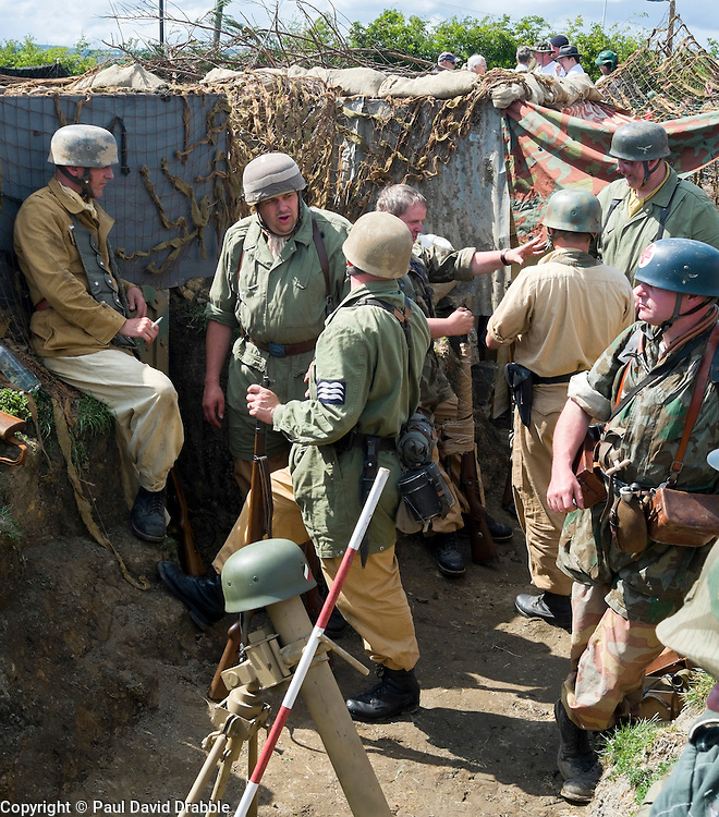 Reenactors portraying German paratroopers (Fallschirmj&auml;ger) 1 fallschirmj&auml;ger Division, 3 fallschirmj&auml;ger Regiment, Gothic line Italy wearing tropical kit at the Yorkshire War Experience <br />