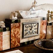Palermo 2010 - Casa editrice Enzo Sellerio, Studio. Particolare degli oggetti esposti.