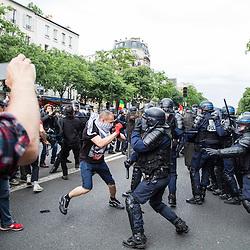 Policiers et gendarmes des Compagnies R&eacute;publicaines de S&eacute;curit&eacute; (CRS), Compagnie de S&eacute;curisation et d'Intervention (CSI et CI) et Escadrons de Gendarmerie Mobile (EGM) le 28 juin 2016 en maintien de l'ordre lors du trajet et de la dispersion place d'Italie puis place de la R&eacute;publique de la manifestation contre la Loi Travail.<br /> Juin 2016 / Paris (75) / FRANCE<br /> Voir le reportage complet (50 photos) http://sandrachenugodefroy.photoshelter.com/gallery/2016-06-MO-manifestation-28-juin-Complet/G0000RLBqKm6Lzt4/C0000yuz5WpdBLSQ