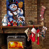 WA09468-00...WASHINGTON - Fireplace decorated for Christmas.