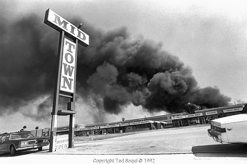 A shopping mall is burned and looted in the mid-city area of Los Angeles.<br /> <br /> Los Angeles has undergone several days of rioting due to the acquittal of the LAPD officers who beat Rodney King.<br /> Hundreds of businesses were burned to the ground and over 55 people have been killed.