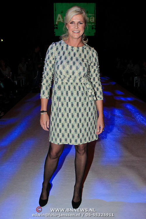 NLD/Amsterdam/20110919 - Modeshow Jos Raak 2011, Irene Moors